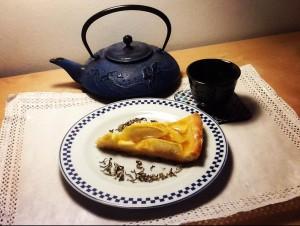 crostata di mel con tè al gelsomino