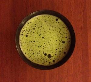 Il tè verde matcha è ricco di proprietà ma anche di umami