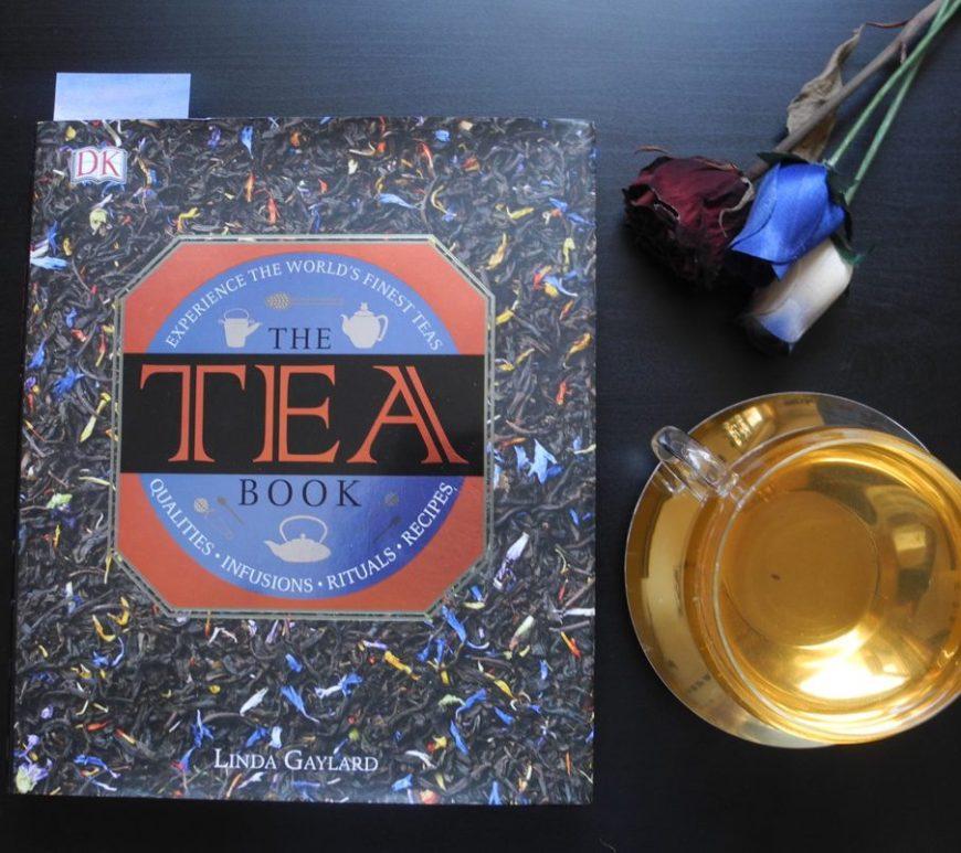 Tra i libri sul tè che vi consiglio c'è The Tea Book di Linda Gaylard